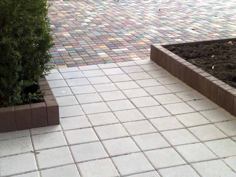 Квадратная тротуарная плитка post thumbnail image